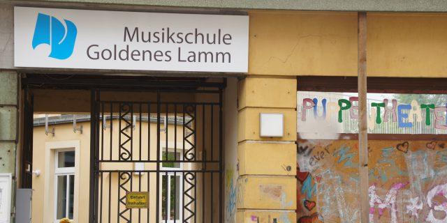 Die Musikschule Goldenes Lamm gehört zum gleichnamigen evangelischen e.V. auf der Leipziger Straße 220