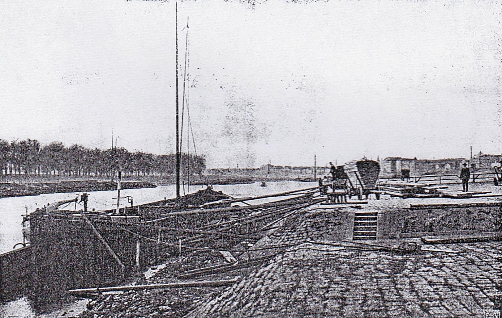Schiffsverladeplatz an der Elbe (undatiert)