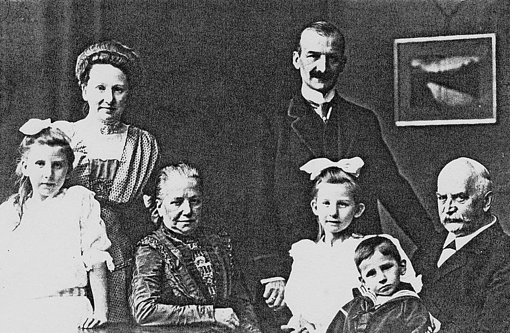 Familien Grumbt sen. + jun. um 1910
