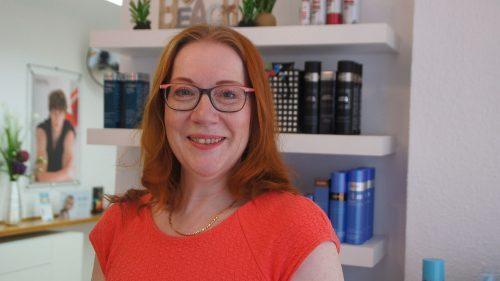 Frau Stöckmann verschönert seit 16 Jahren in Pieschen Häupter