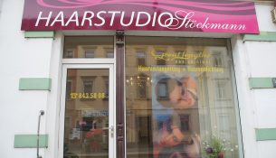 Im Haarstudio werden auch Haarverlängerungen - und Verdichtungen angeboten