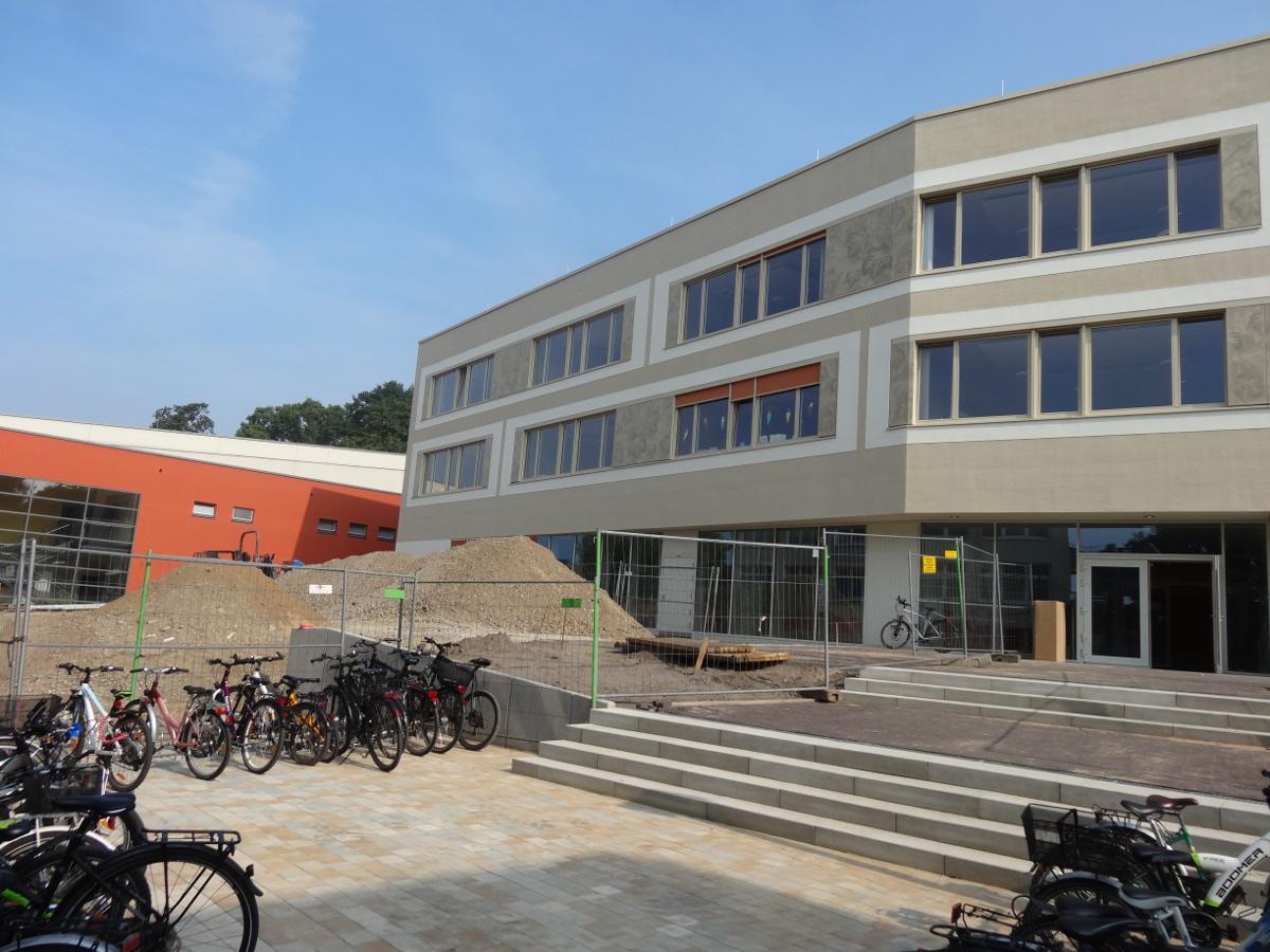 147. Grundschule vorplatz