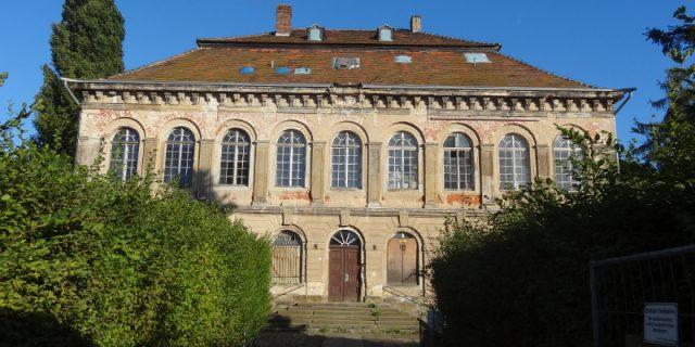 Übigau Schloss 3108 Straßenansicht