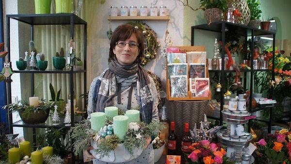 Bianka Schenk mit einem diesjährigen Trend-Beispiel in kühlem Grün