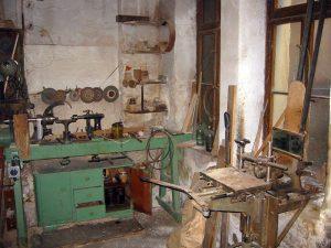 Stoffwechsel Haus 2 Drechselbank Langlochbohrmaschine 2003
