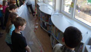 144. Grundschule Bibliothek regale