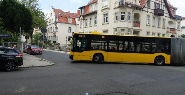 Falschparker behindern Straßenbahn und Busse - DVB nennt Schwerpunkte im Ortsamt Pieschen