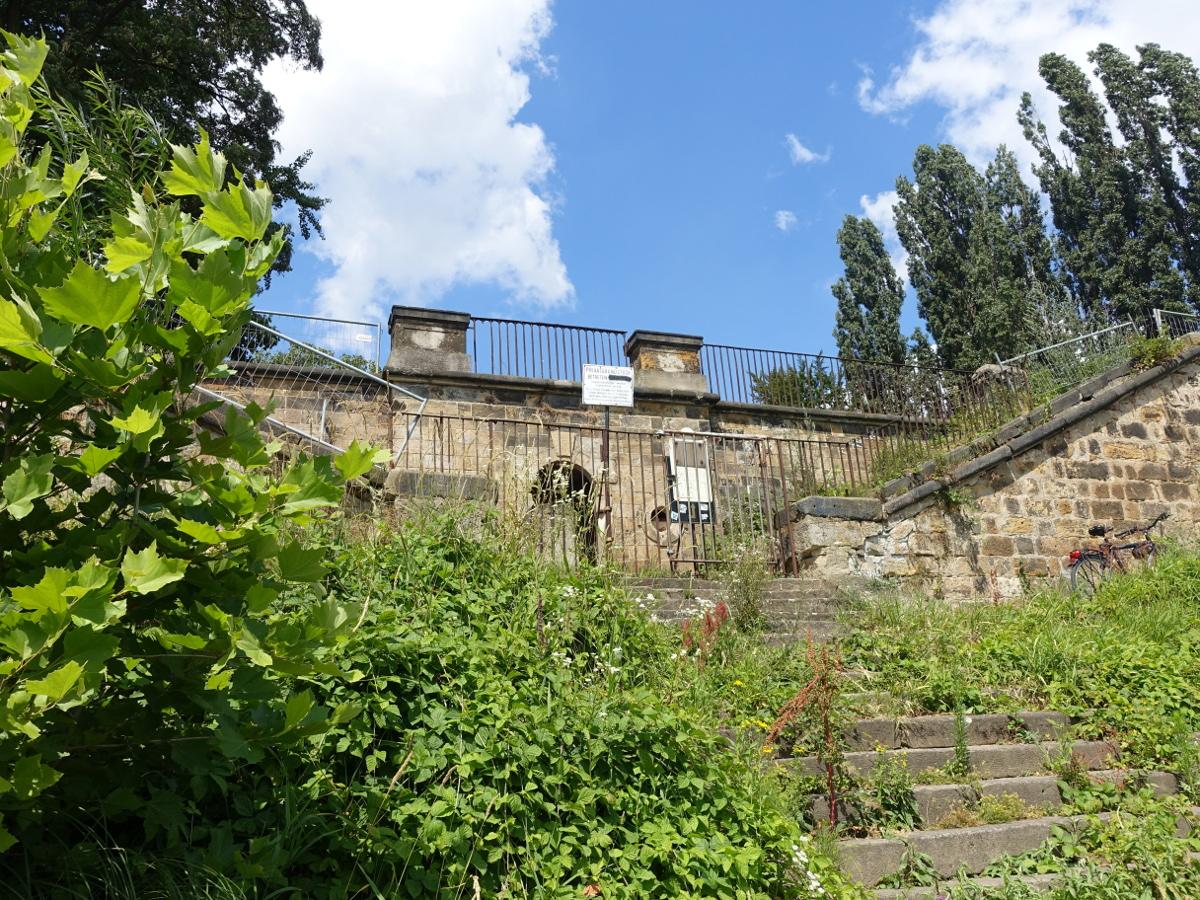 Schloss Übigau Treppe Elbufer