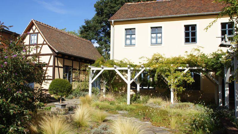 Blick in den Hof von Weinhandlung und Wohnhaus