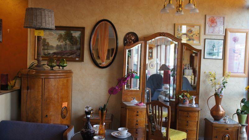 Blick in zukünftige und ehemalige Zimmer: Ute's Möbel A&V