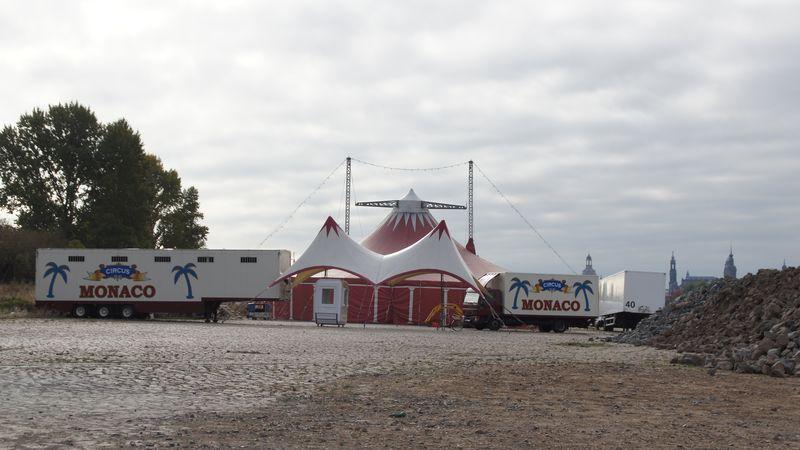 Der Circus Monaco residiert am Pieschener Elbufer