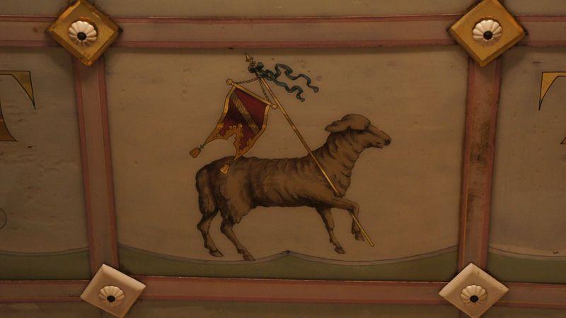 Zeichen der Fleischerinnung an der Decke