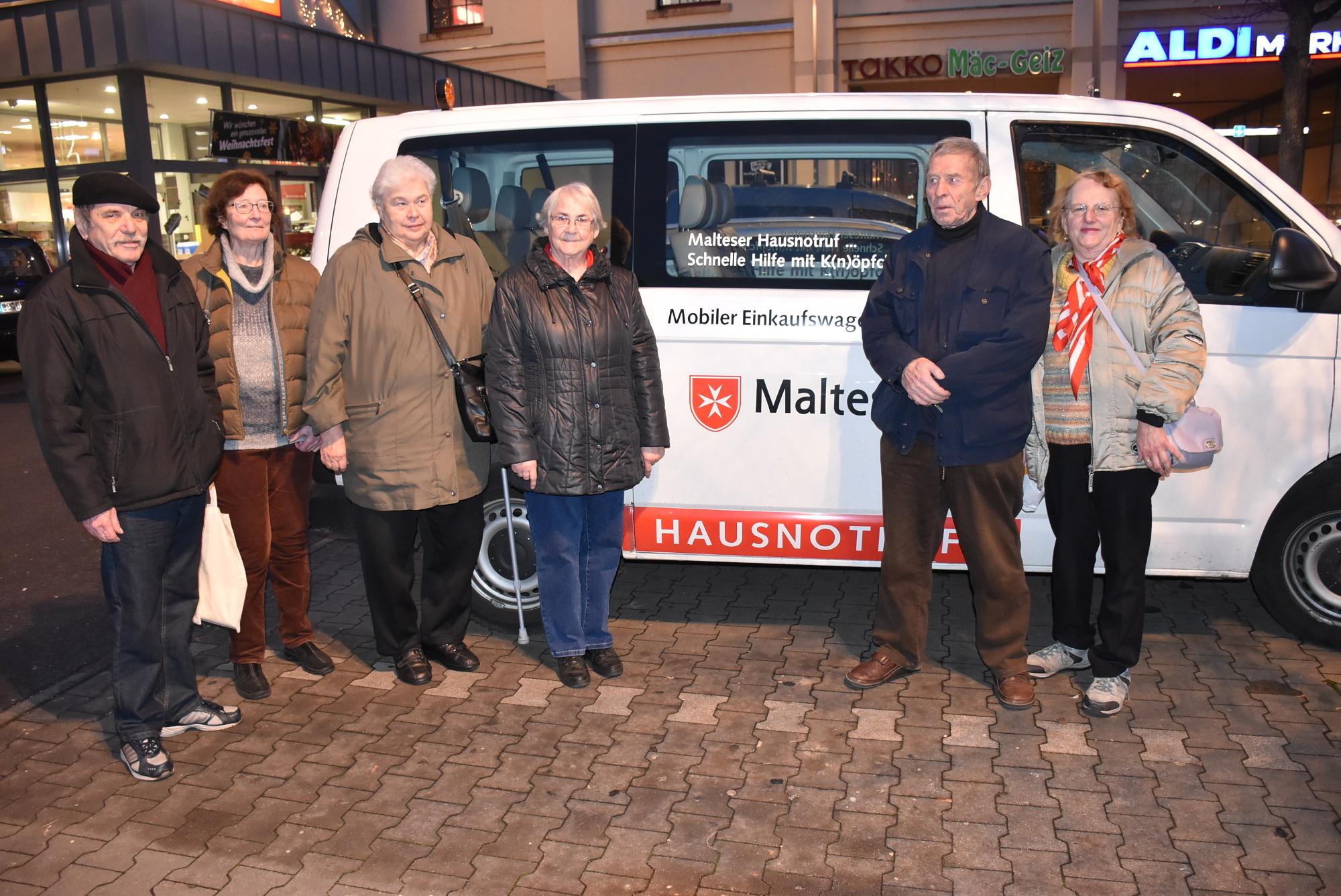 Melitta (r.), Reinhold und ihre zufriedenen Fahrgäste. Foto: C. Trache